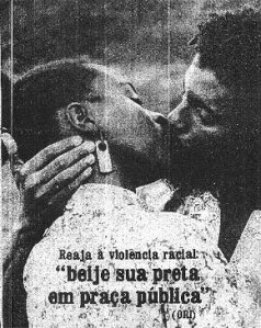 Beije sua preta em praça pública