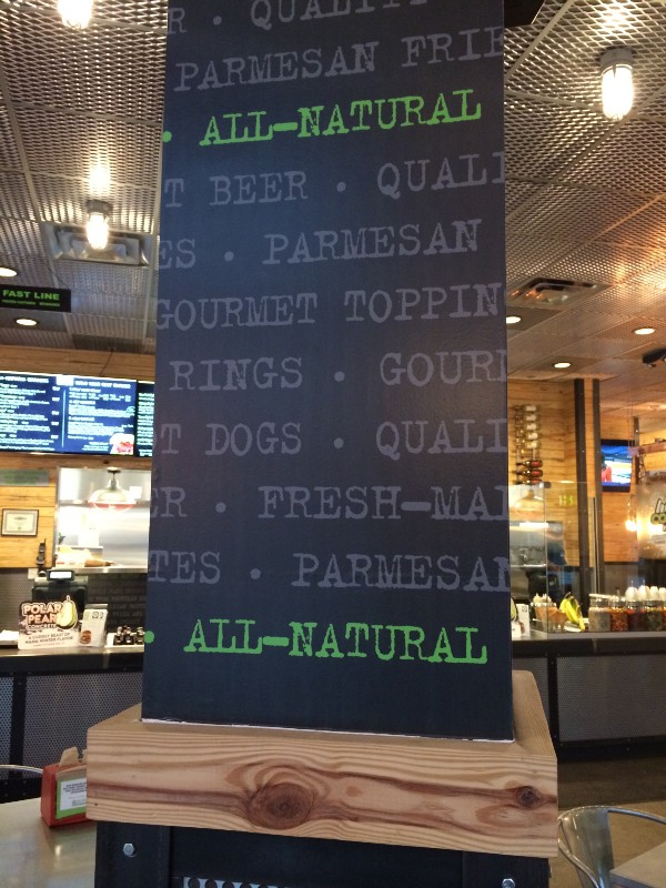 """BurgerFi avisando você que seu consumo de carne é de fato """"totalmente natural""""."""