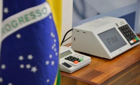 Foto: José Cruz/Agência Brasil04/09/2014- Brasília- DF, Brasil- O presidente do TSE, Dias Toffoli, conclui a assinatura digital e lacração dos sistemas eleitorais que serão usados nas eleições de outubro.